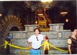 Diệp Thái Thôn viếng lăng Khải Định 2005