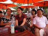 Vợ Hùng, vợ Minh và các con của Hùng